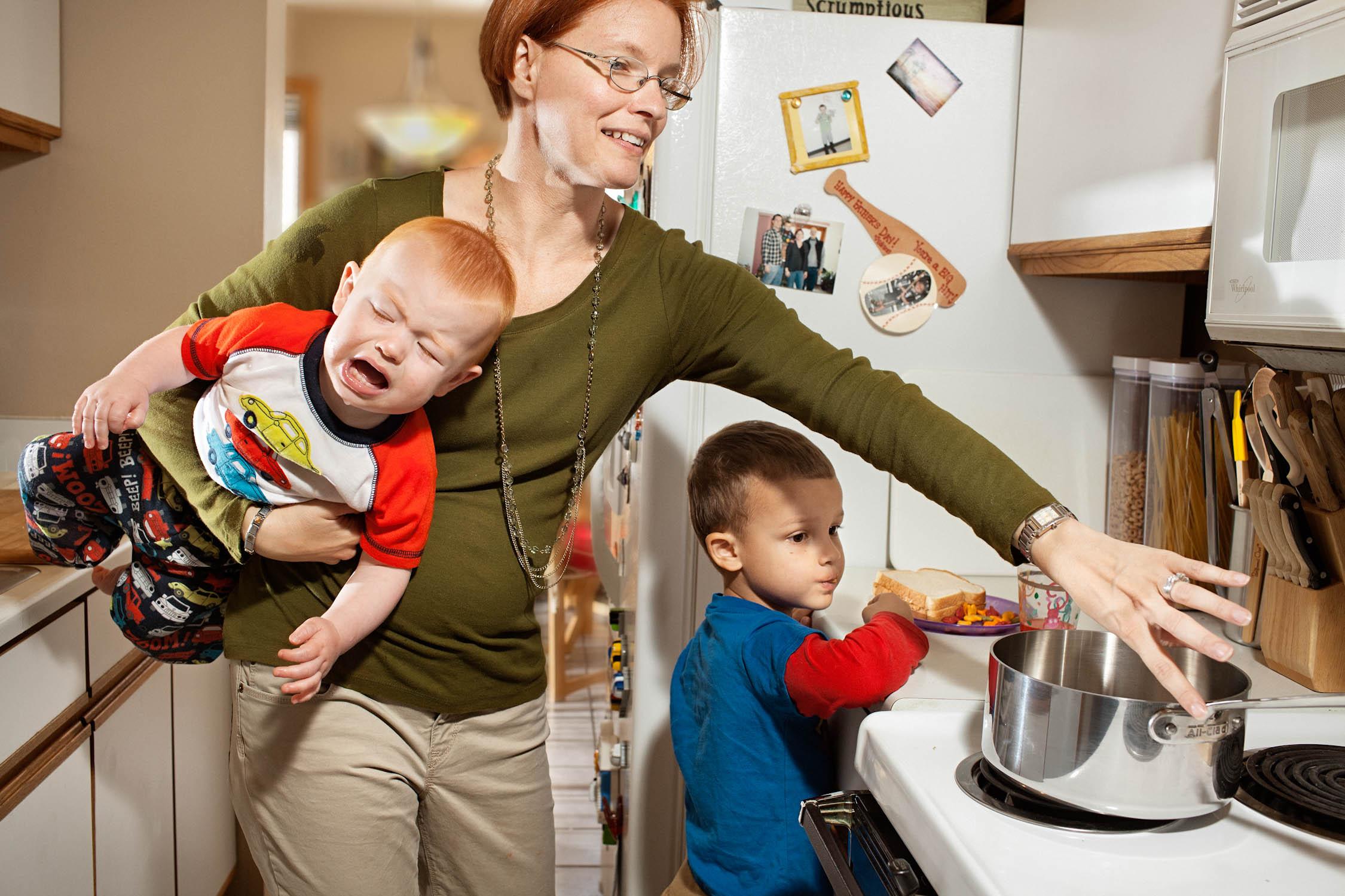 نتیجه تصویری برای busy mothers